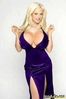 Сабрина в 2004 году она превзошла итальянскую порнозвезду Лолу Феррари