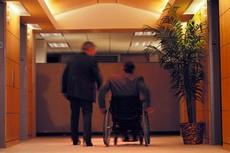 Израильским инвалидам разрешили работать
