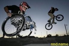 Арон Фозерингем научился крутить назад сальто, сидя в кресло-коляске