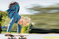 Катается на скейте, потому что у него… нет ног