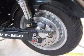 Мотор-колесо скутера отличается от велосипедного большей мощностью, весом, и более высокой скоростью вращения