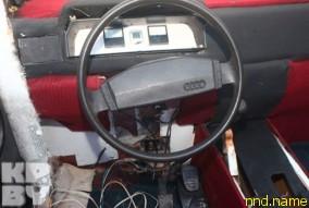 Руль от старенькой Audi, торпеда от Opel Cadet, лобовое стекло – от «копейки»