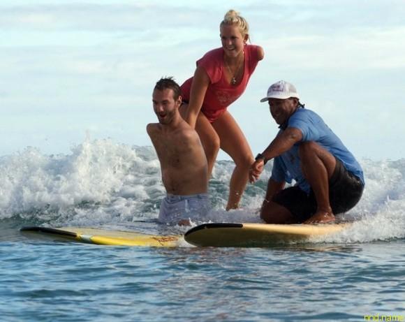 Ник Вуйчич с известной христианкой серфингисткой Бетани Хэмилтон