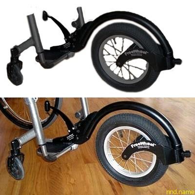 reeWheel быстро крепится на жесткой подставке для ног. После установки, FreeWheel поднимается передняя часть коляски, оставляя вас на 3-х колесах