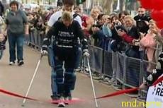 Робокостюм помог парализованной британке преодолеть марафон