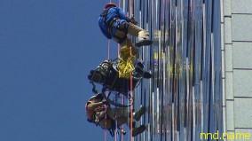 Дэйл Дурнек спустился с небоскреба в своей инвалидной коляске