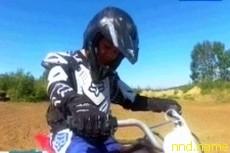 Иркутская школьница без руки научилась ездить на мотоцикле