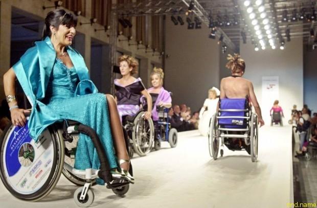 Показ модной одежды для инвалидов от именитых дизайнеров в Риме