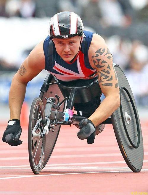 Инвалидные коляски для британских гонщиков испытывают в аэродинамической трубе
