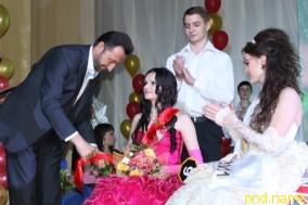 Председатель Донецкого облсовета Андрей Федорук вручает награды