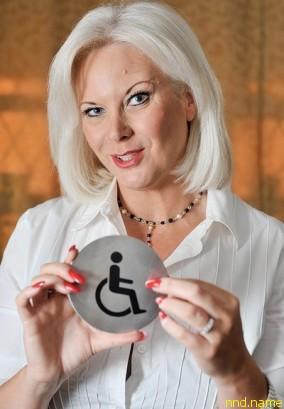 Бекки Адамс в 2014 году создаст публичнй дом Para-Doxies для людей с инвалидностью
