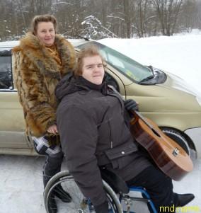 Артем Степанов – с коляской и гитарой