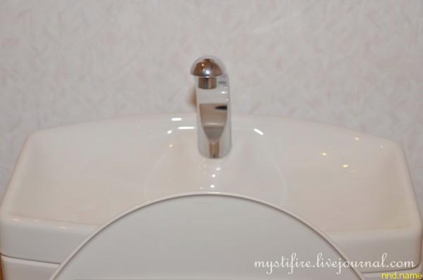 19. Бачок, в который через верх наливается вода, может использоваться для мытья рук.