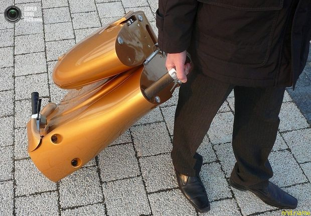Moveo - 25-килограммовый складной электроскутер
