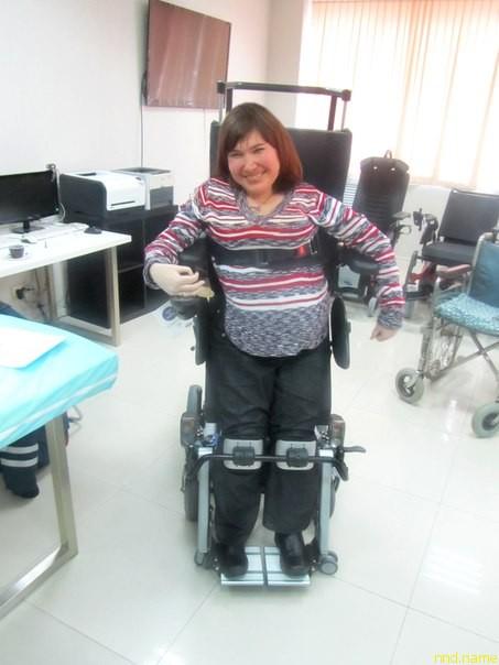 мечта этой талантливой девушки - кресло-коляска с функцией вертикализатора Dragon (Invacare)