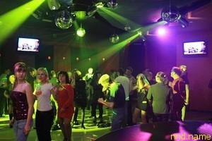 Стас Писаревский смущает публику в ночном клубе