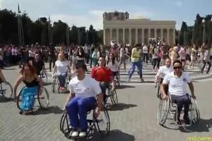 В Баку прошел флешмоб с участием людей с инвалидностью