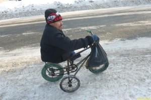 Михаил Мезин получил в подарок трицикл