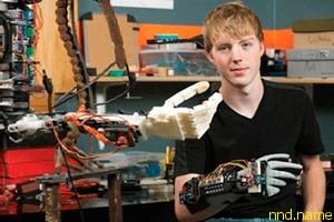17-летний американский школьник по имени Истон Лашапель (Easton LaChappelle)