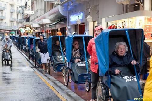 Паломники с инвалидностью во французском Лурде