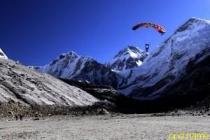 Марк Копп совершил прыжок с парашютом на Эверест