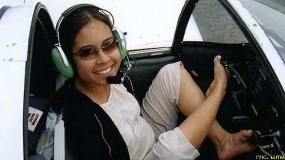 Джессика Кокс (Jessica Cox) из Таксона разрешено летать на спортивных самолетах