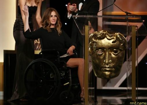 Джулия Робертс по выпендривалась в инвалидной коляске