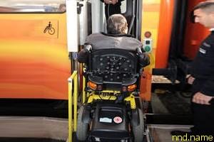 Электроколясочник задержал поезд в знак протеста