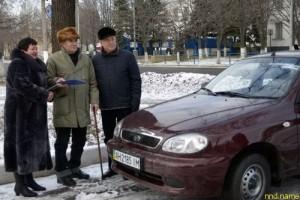 Инвалиду труда торжественно вручили Daewoo Sens