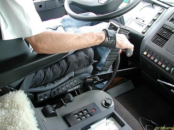 Ручное управление внедорожным автодомом, разработанным для инвалидов