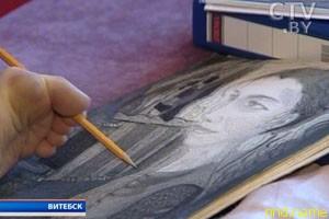 Витебчанин нарисовал 140 картин ногами