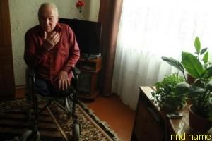 Богуслав Домениковский вынужден всю зиму сидеть в своей квартире советской многоэтажки, так как в его доме нет ни одного пандуса
