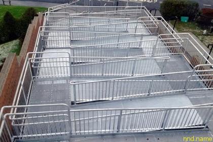 Шотландский муниципалитет пристроил к дому инвалида 10-уровневый пандус