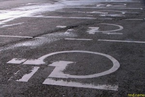 За парковку на местах для инвалидов накажут жестче