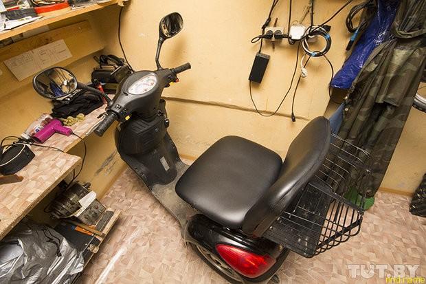 У колясочника конфисковали электроскутер за пьяную езду жены