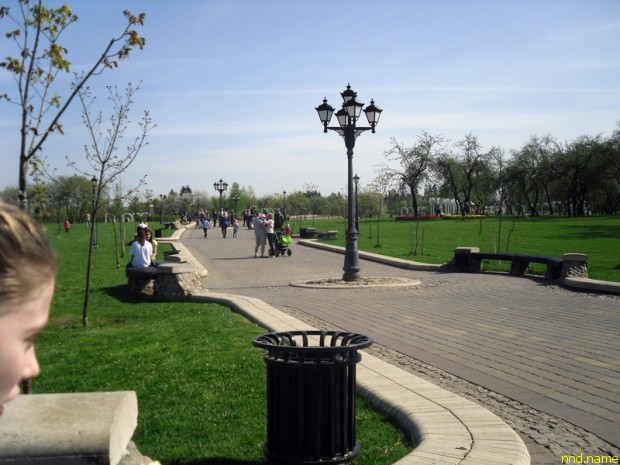 Юля и Лена Стефняк в Лошицком парке в Минска