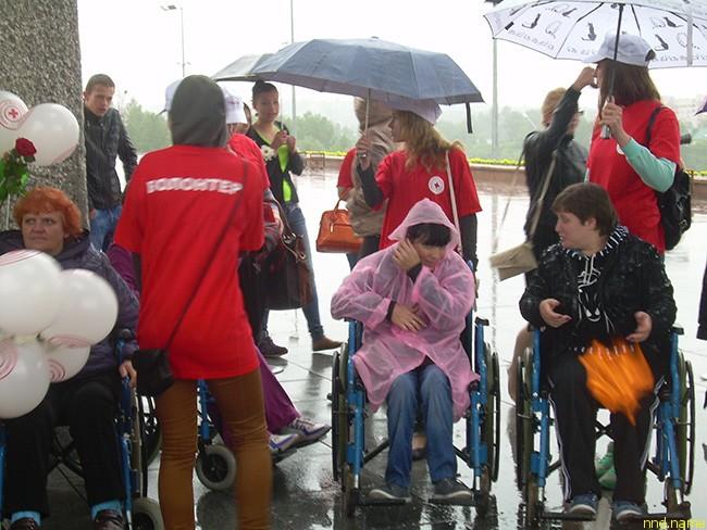Дождь помешал проведению мини-марафона колясочников