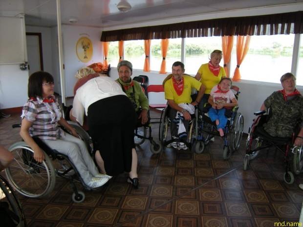 От Тюмени до Тобольска и обратно - колясочники на катамаране
