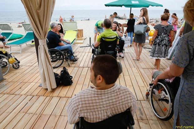 В Зеленоградске открылся первый в области пляж для инвалидов
