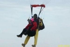 Гульмира Батпакулова в коляске прыгнула с парашютом