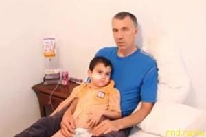 Испанцы арестовали родителей больного раком пятилетнего британца