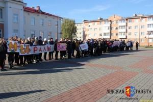 Молодежь Лиды провела флешмоб в поддержку колясочников