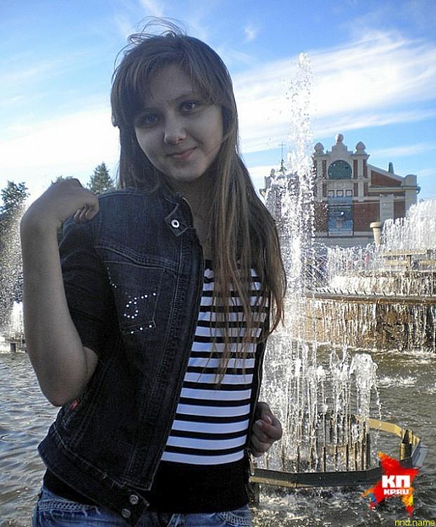 Полина Суменкова - встала и пошла… по подиуму