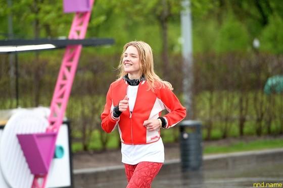 Наталья Водянова на благотворительном забеге в Москве
