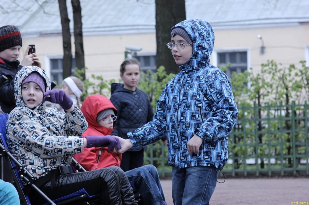 Бал на колесах: суворовцы и колясочники в Летнем саду