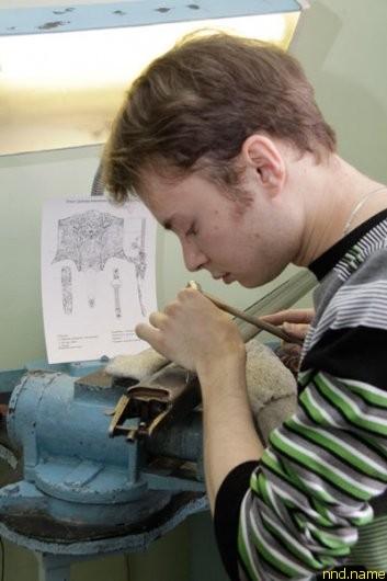 Коллеги говорят о Саше: его особенность только помогает в работе - он всегда сосредоточен на процессе