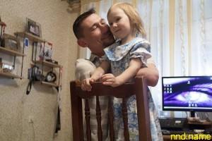 Дашенька обожает папу, а он - дочку