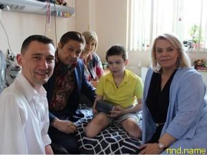 Алексей Талай и Яна Поплавская (справа) в гостях у Вани