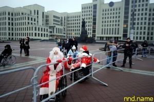 Дедов Морозов и Снегурочек в колясках не пустили на шествие