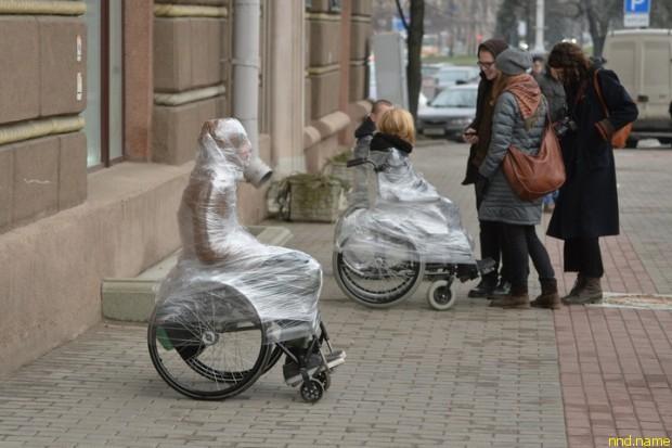 """Акция инвалидов-колясочников """"Поставь себя на место"""" в центре Минска"""